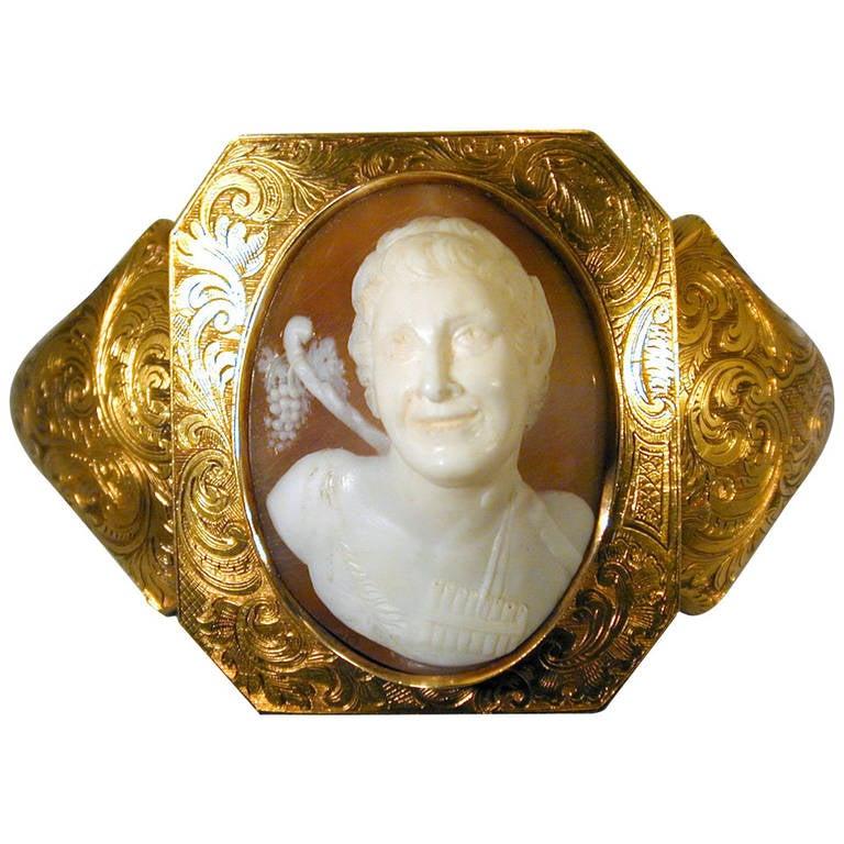 Antique Early Victorian Shell Cameo Gold Bracelet, circa 1840
