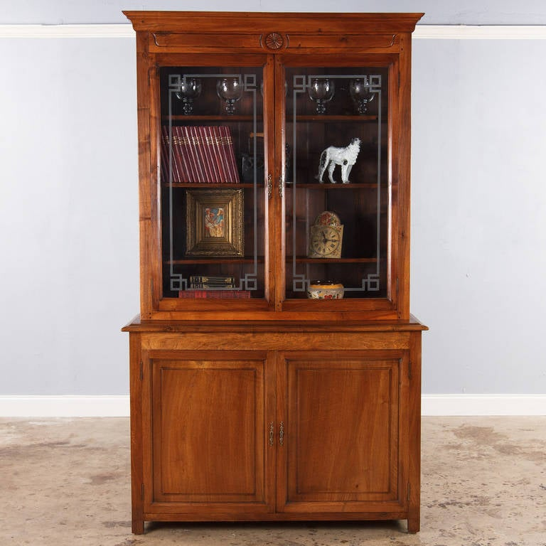 19th Century French Napoleon III Walnut Cabinet Bookcase, Late 1800s For Sale