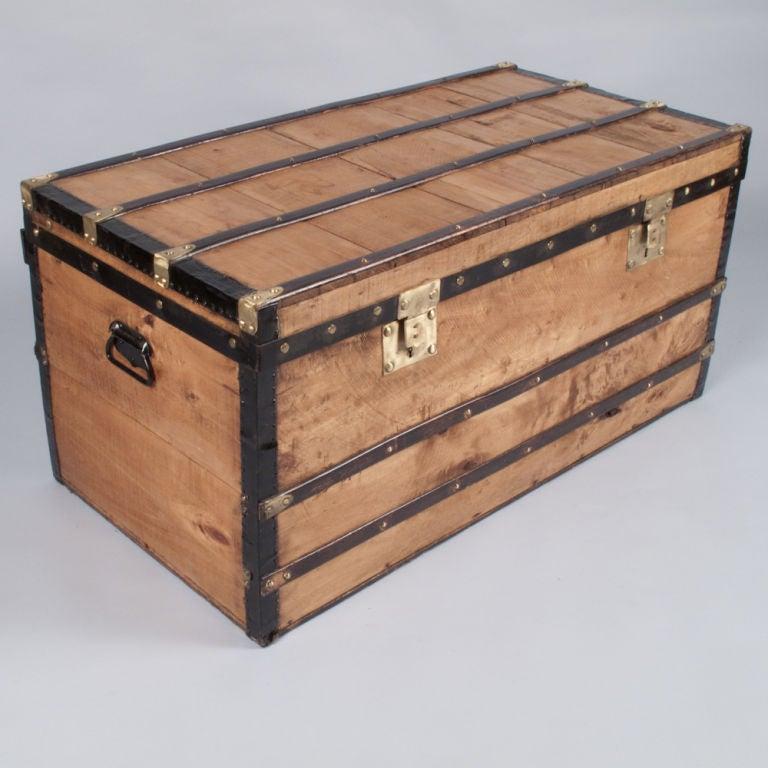 1900 39 s french traveling trunk at 1stdibs. Black Bedroom Furniture Sets. Home Design Ideas
