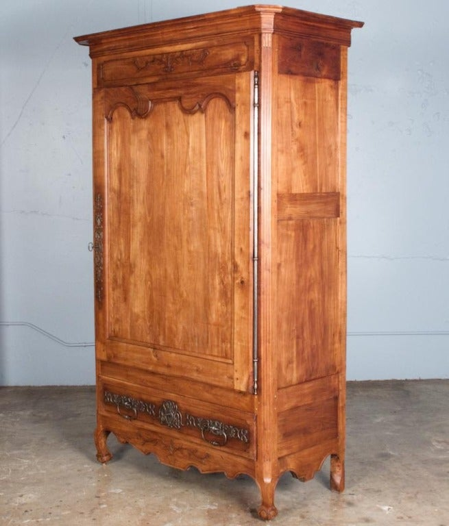 18th century french louis xv cherrywood bonnetiere armoire at 1stdibs. Black Bedroom Furniture Sets. Home Design Ideas