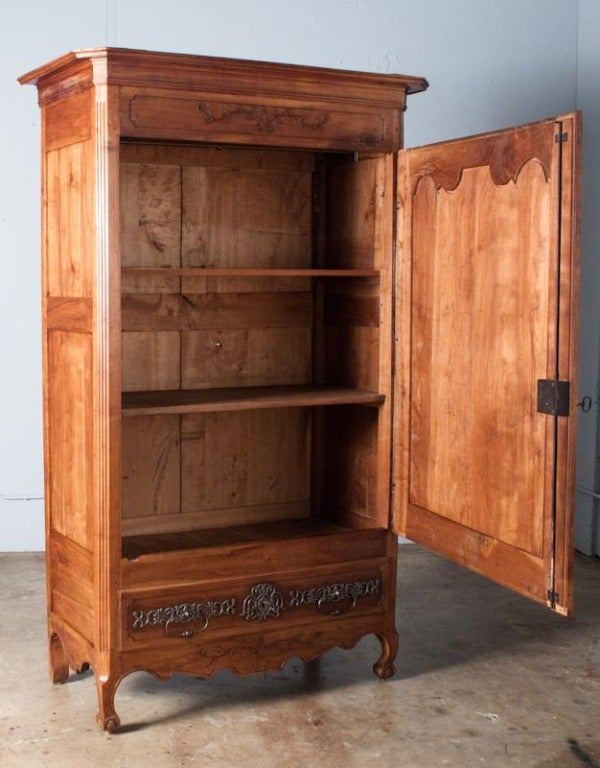 18th century french louis xv cherrywood bonnetiere armoire. Black Bedroom Furniture Sets. Home Design Ideas