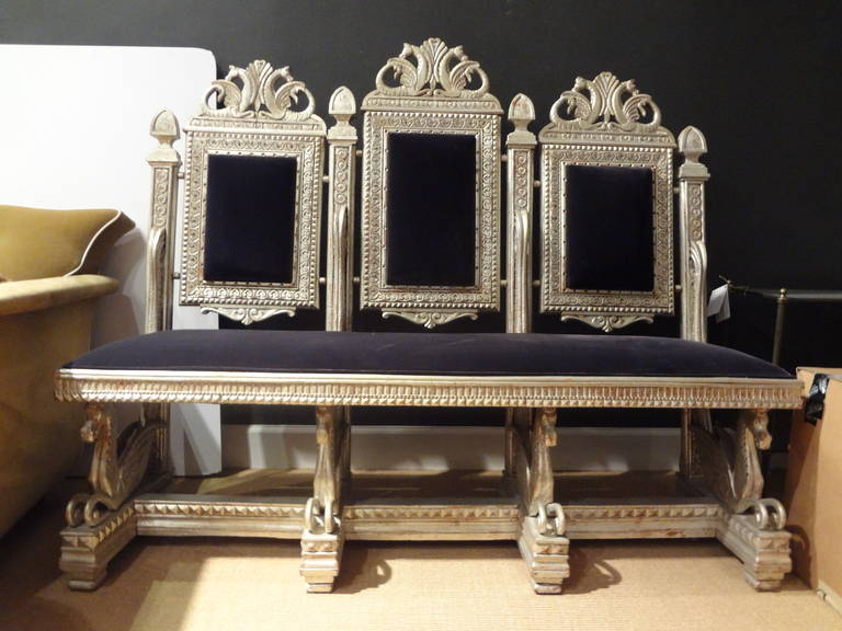 Chic and unusual Venetian silver gilt Grotto canapé or banquette with seahorses from the 19th century. This Italian silver leaf bench has been upholstered in velvet.