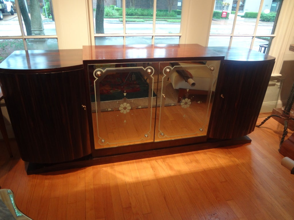 French Art Deco Buffet With Mirrored Doors In Good Condition For Sale In Houston, TX