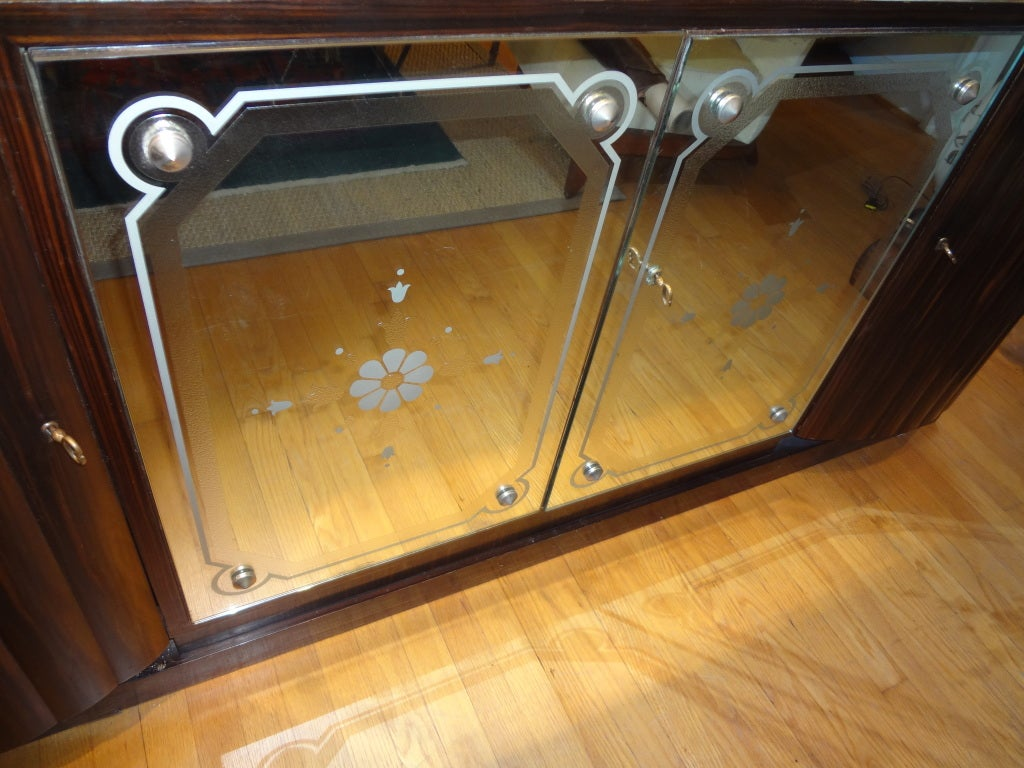 Mid-20th Century French Art Deco Buffet With Mirrored Doors For Sale