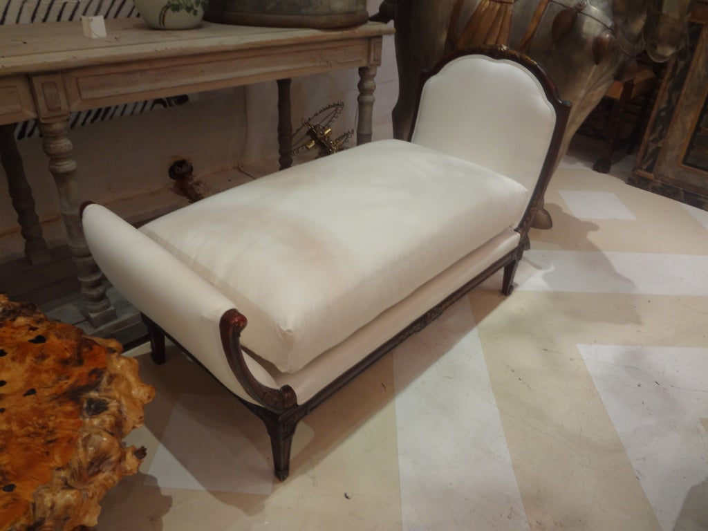 19th Century French Louis XVI Style Chaise Lounge For Sale 3