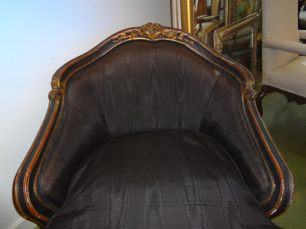 Antique French Louis XV Style Painted And Gilt Wood Chaise Longue In Good Condition For Sale In Houston, TX
