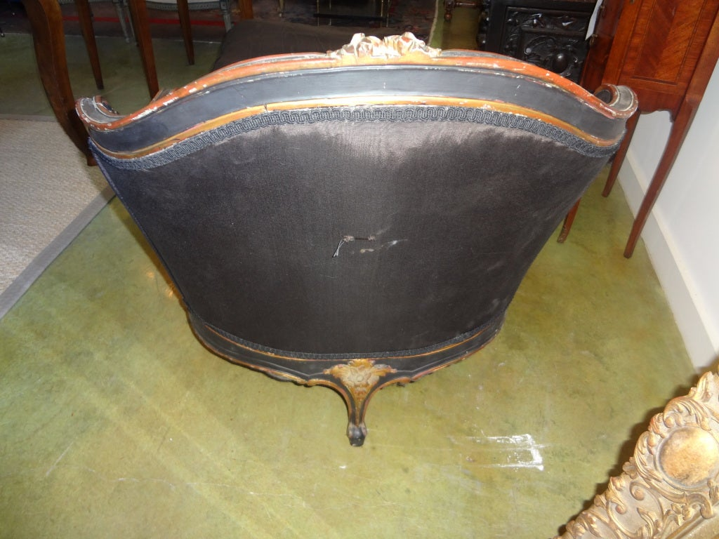 Antique French Louis XV Style Painted And Gilt Wood Chaise Longue For Sale 2