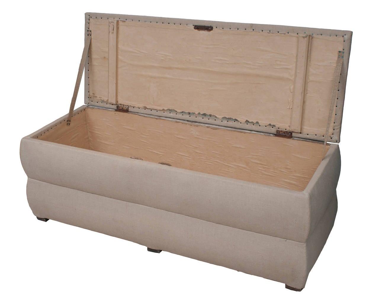 Pair of Italian Trunks Upholstered in Antique White Linen 3