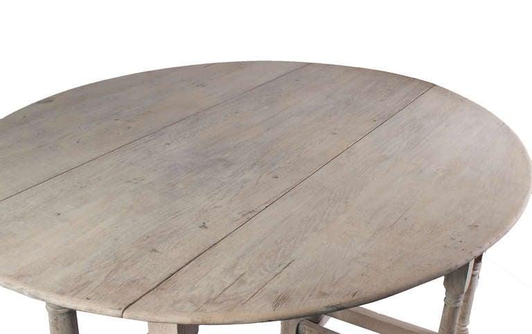 A Large Stripped Oak Gate Leg Table 4