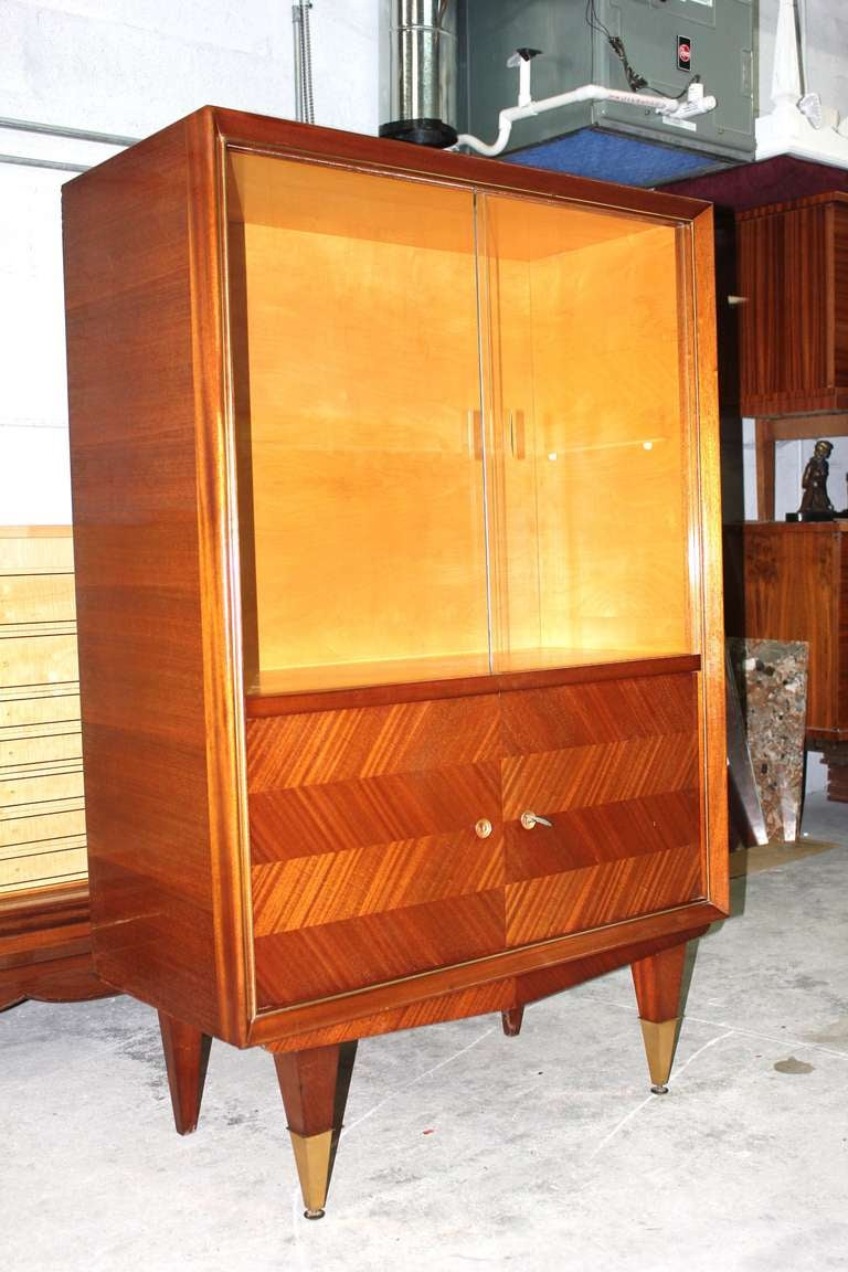 french art deco blonde mahogany vitrine at 1stdibs. Black Bedroom Furniture Sets. Home Design Ideas
