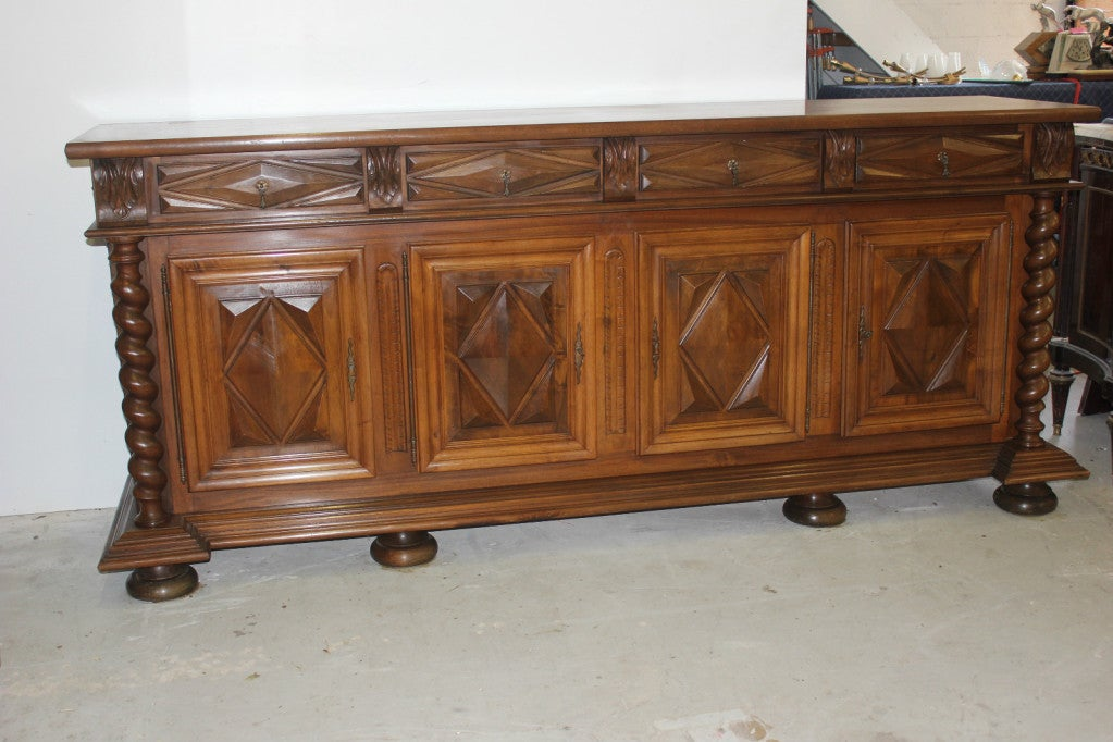 antique french louis xiii style buffet sideboard at 1stdibs. Black Bedroom Furniture Sets. Home Design Ideas