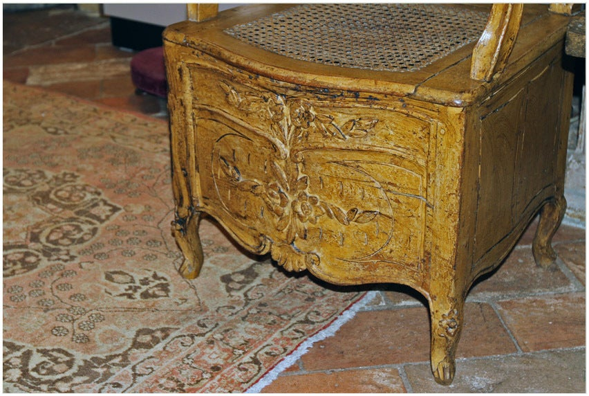 Early 18th century french proven 231 ale painted commode for sale at