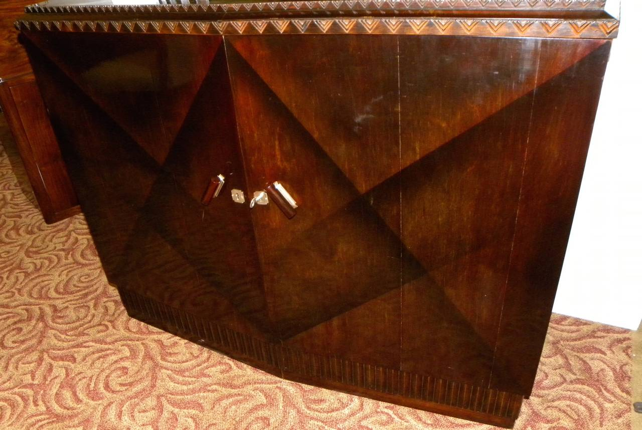 European Art Deco Lacquered Buffet with Zig Zags For Sale 1