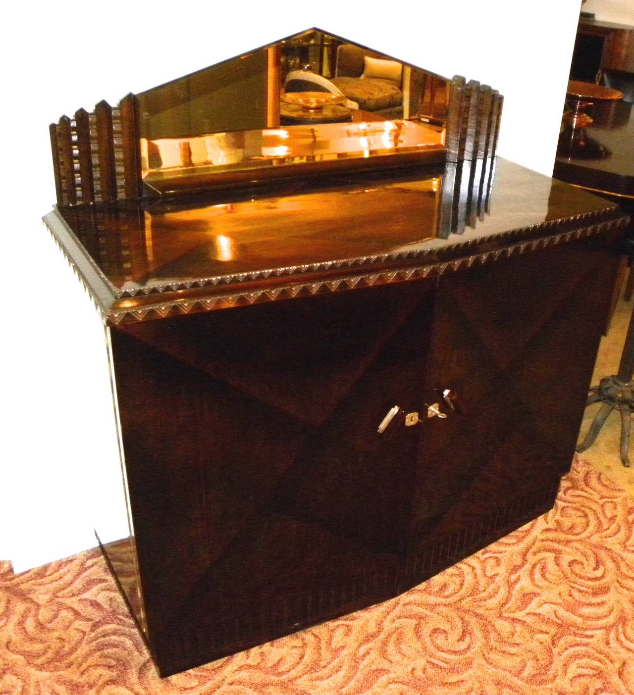 Stunning cabinet with V-shaped/ zigzag/ chevron pattern, also reflected in the beveled mirror that tops the buffet. Absolutely loaded with style, this is the type of work made popular by haute designers of the time such as Jean Dunand and Jean
