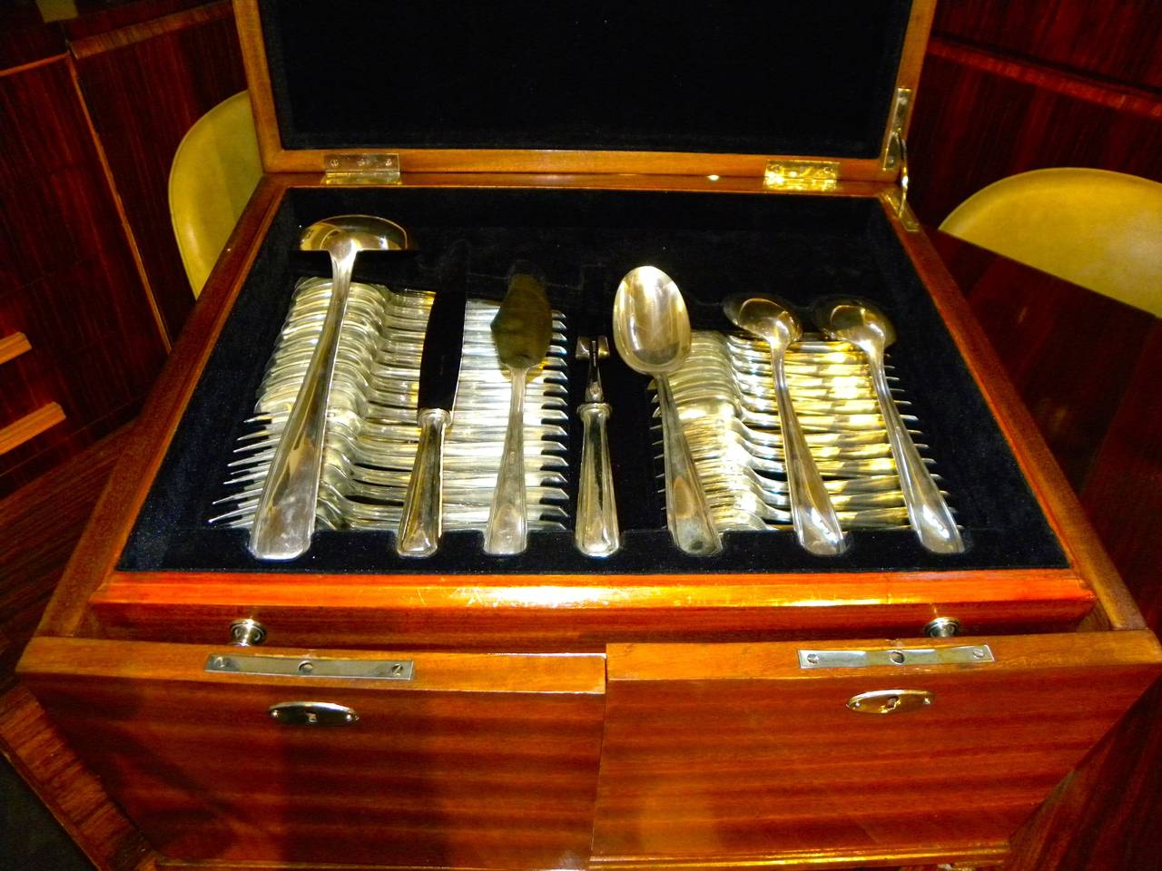 Classic Art Deco Complete Set of Silverware Cutlery in Fitted Box For Sale 2