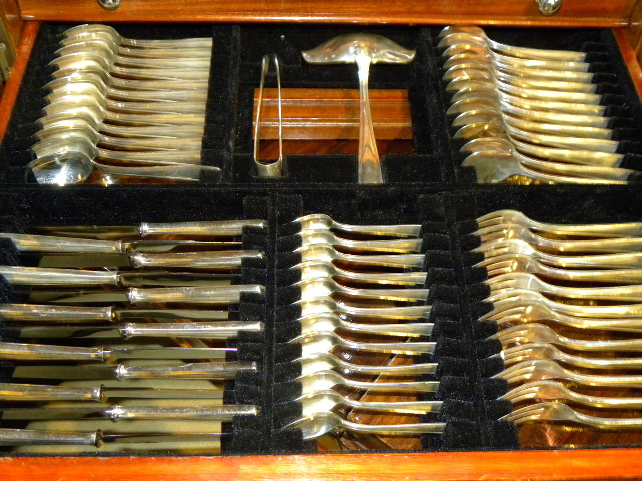 Classic Art Deco Complete Set of Silverware Cutlery in Fitted Box For Sale 1