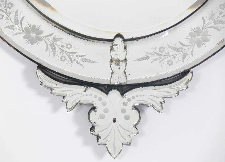 Elegant 19th Century Oval Venetian Mirror In Good Condition For Sale In Atlanta, GA