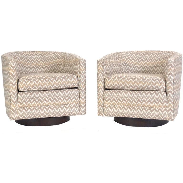Pair of Milo Baughman Swivel Tub Chairs at 1stdibs