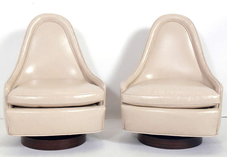 Pair of Sculptural Leather Swivel Chairs by Milo Baughman 2