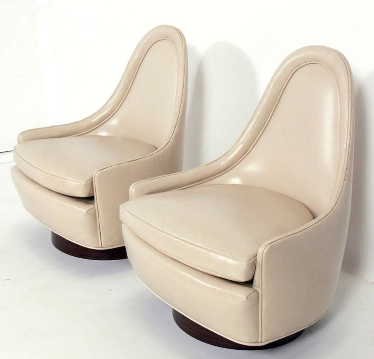 Pair of Sculptural Leather Swivel Chairs by Milo Baughman 3