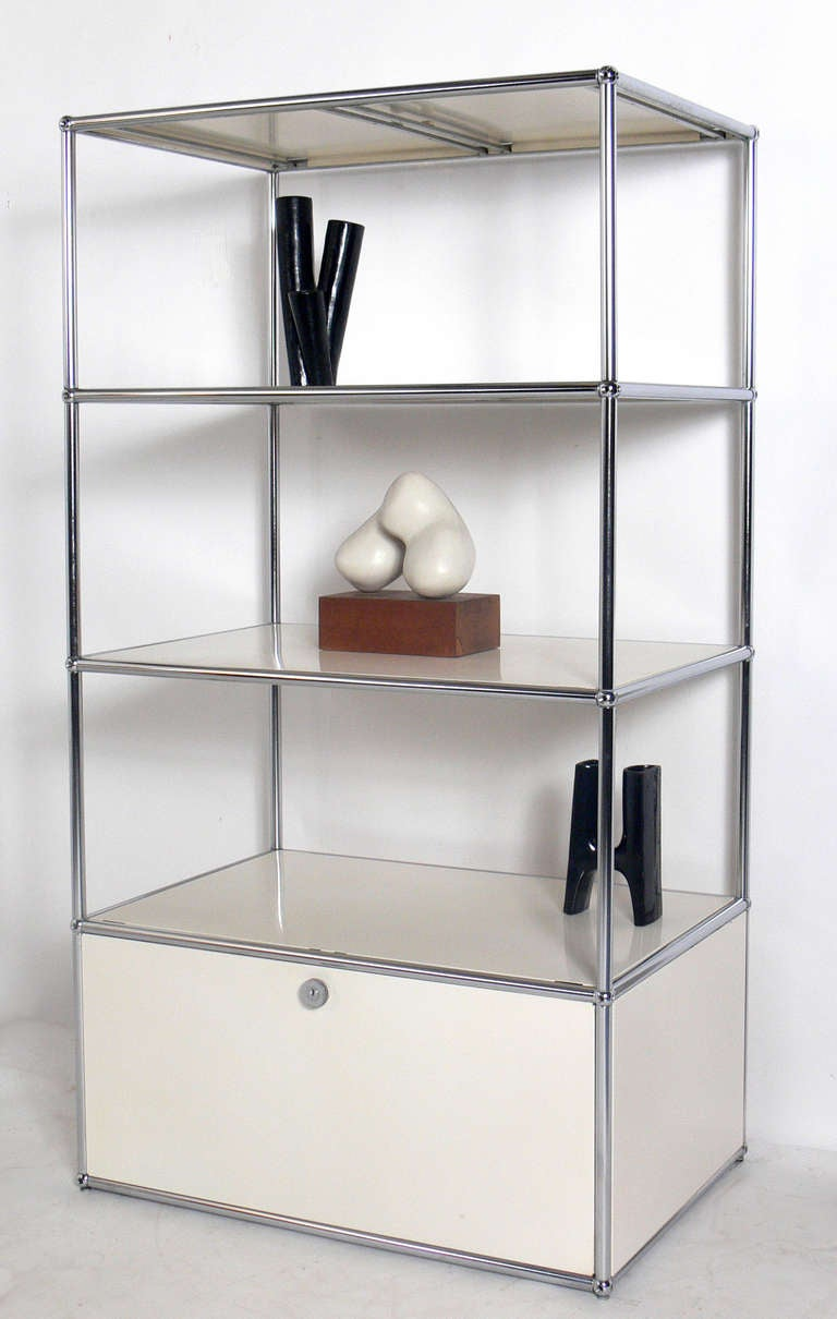vintage usm haller white bookshelf or vitrine at 1stdibs. Black Bedroom Furniture Sets. Home Design Ideas