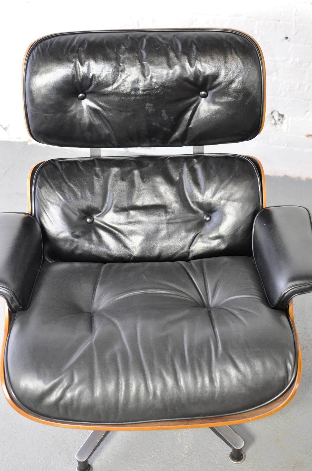 Vintage Rosewood Lounge Chair and Ottoman by Charles Eames For Sale at 1stdibs