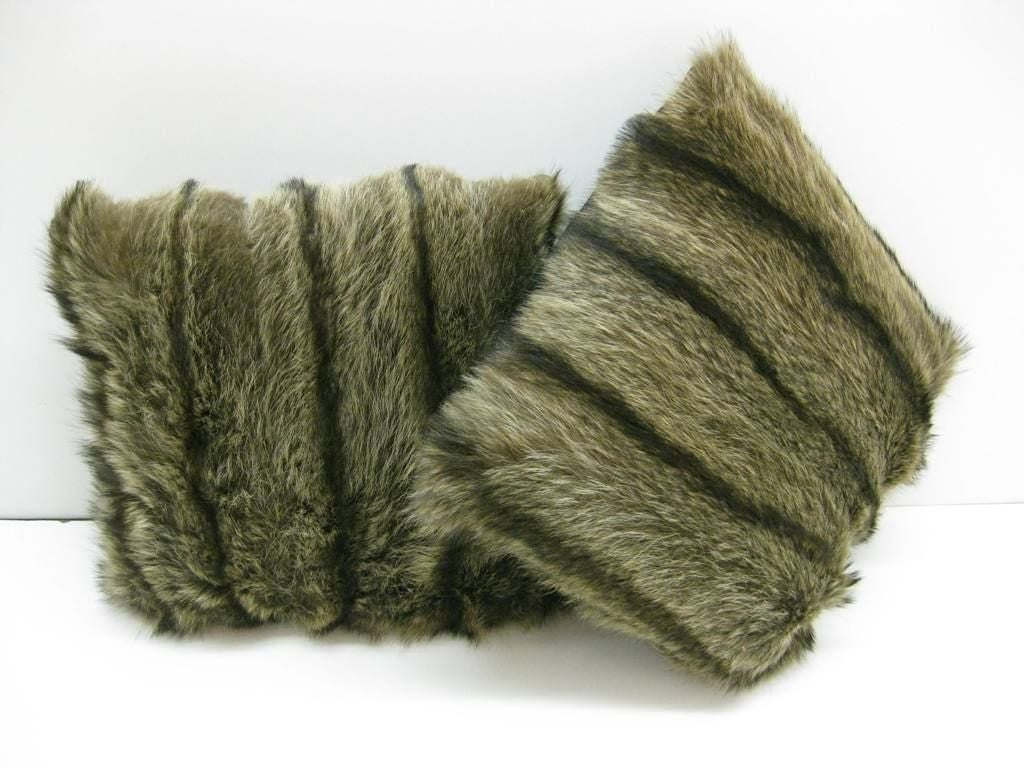 Selection of Luxurious Single and Pairs of Mink, Fox, Fur Pillows In Excellent Condition For Sale In Bronx, NY