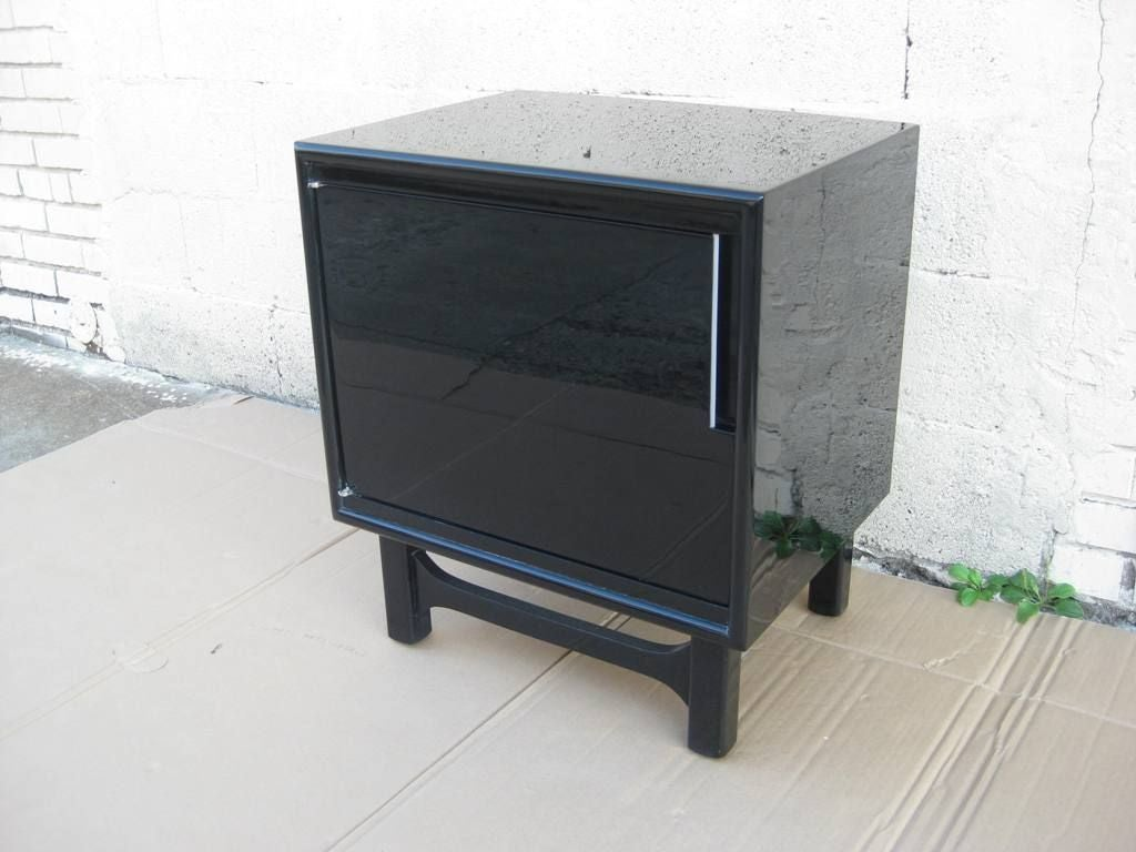Black Lacquer Pair Of Mid Century Modern Bedside End