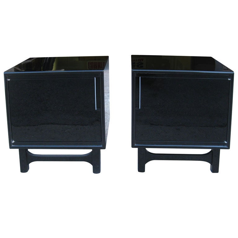 Black Lacquer Pair of Mid-Century Modern Bedside End Tables at 1stdibs