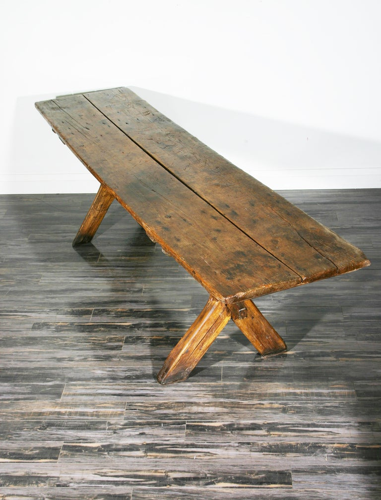 Sawbuck Table In Excellent Condition For Sale In Mississauga, CA