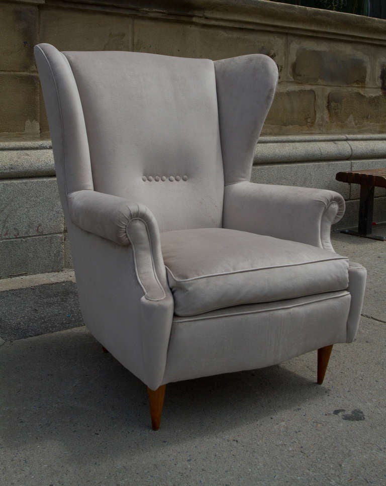 Mid century modern wingback armchairs at 1stdibs for Mid century modern armchairs
