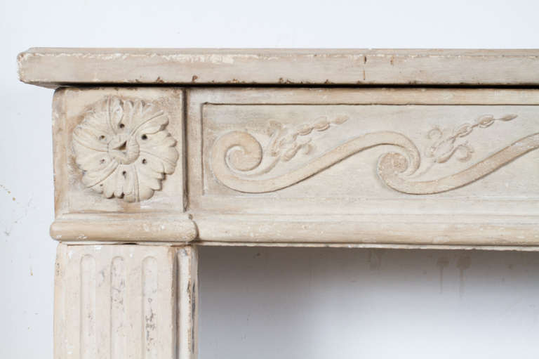 Louis XVI Limestone Mantel In Good Condition For Sale In Montreal, QC
