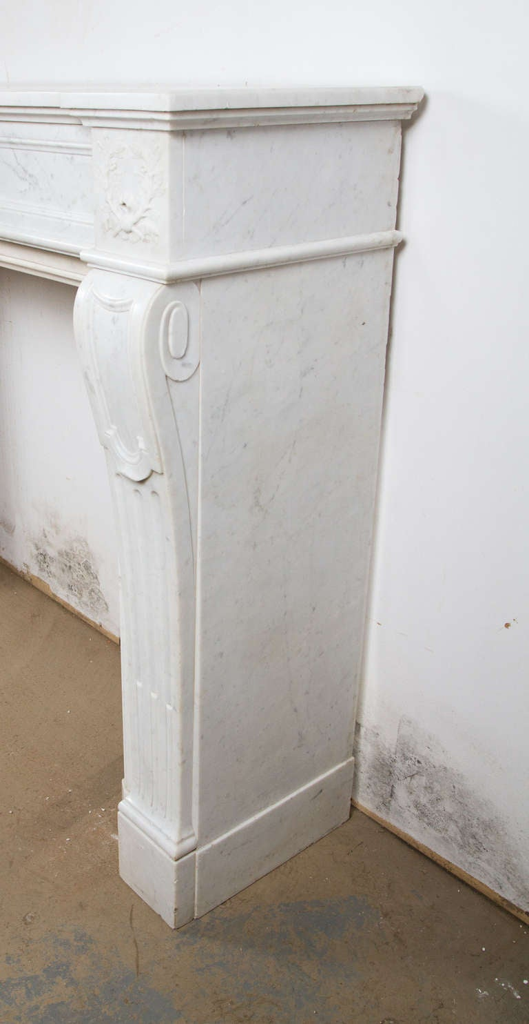 Louis XVI Marble Mantle In Good Condition For Sale In Montreal, QC