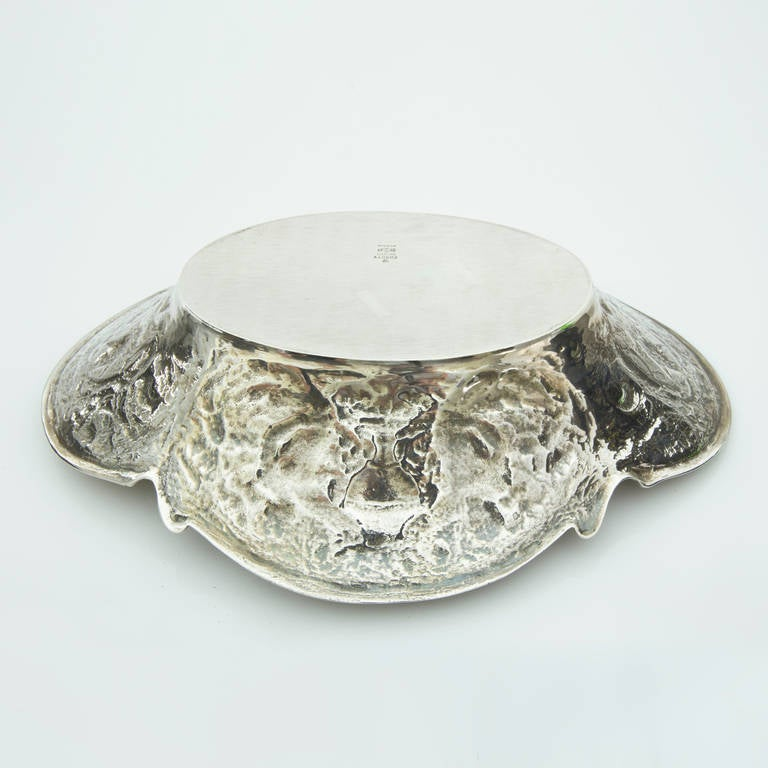 Finely detailed Gorham sterling silver bowl handmade in the neoclassical design; Marked and numbered: Gorham Sterling A12602 and the Gorham hallmark corresponding to circa 1926. Measures: 10.75