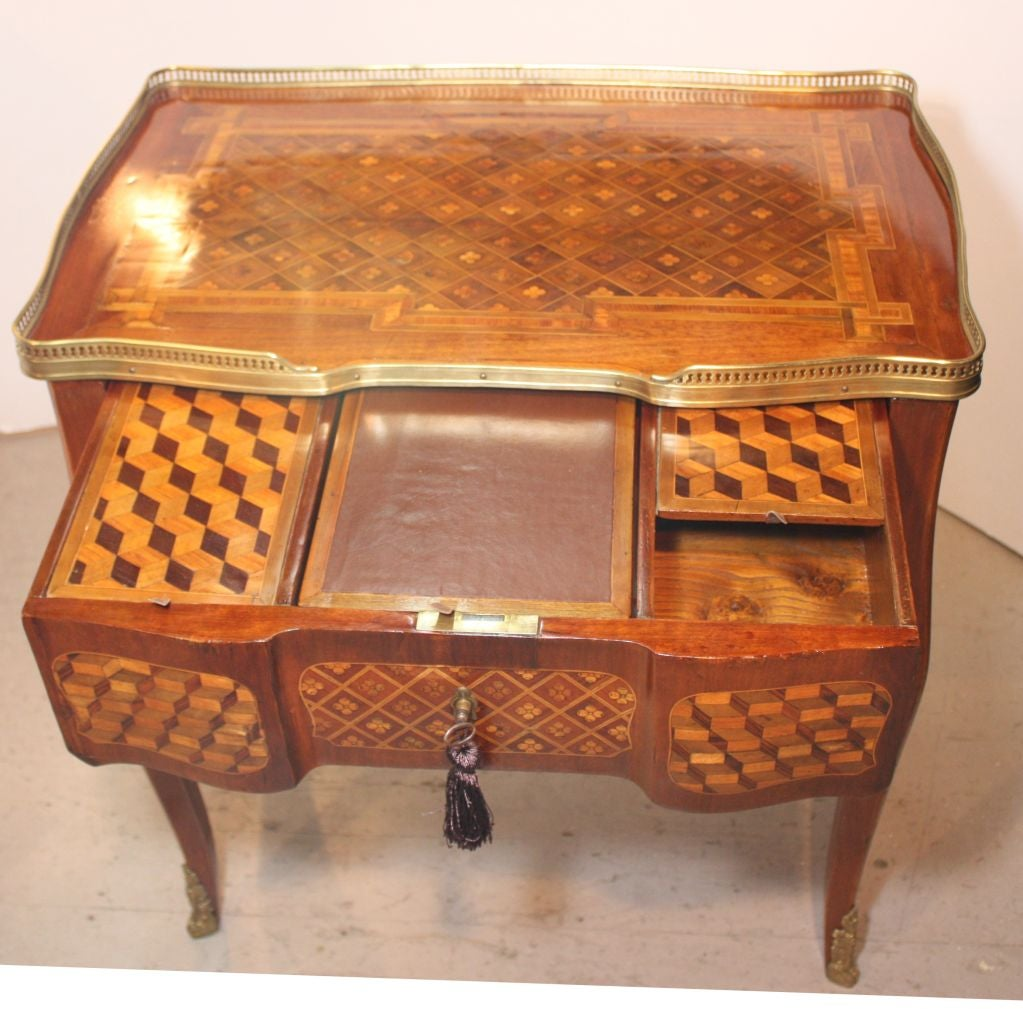 Louis XV Mahogany and Marquetry Dressing Table 3