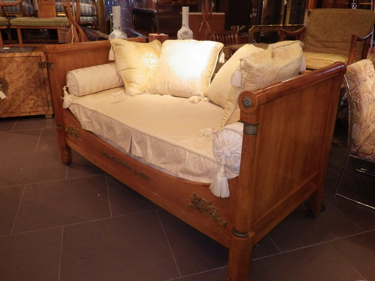 Empire style day bed for sale at 1stdibs for Empire style bed
