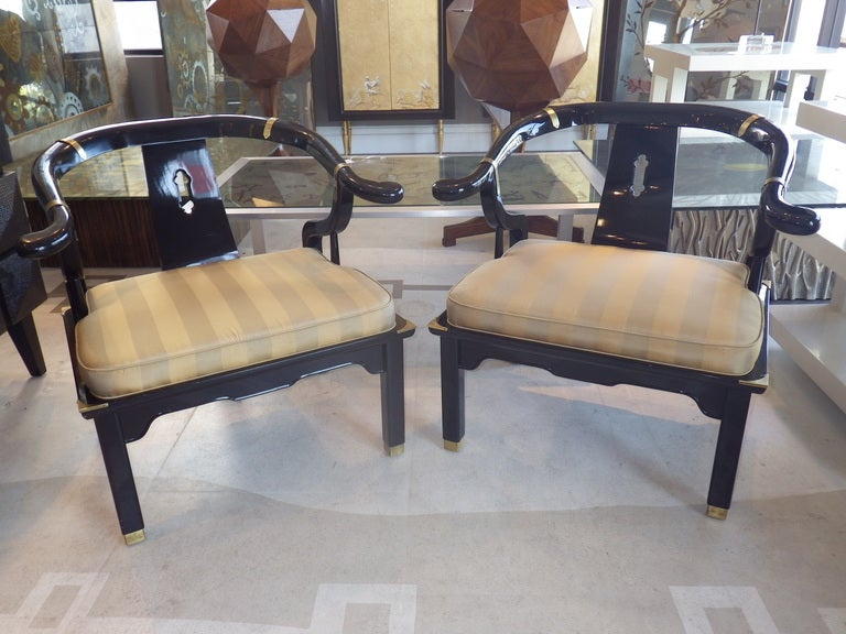 Mid-Century Modern Pair of Lounge Chairs in the Manner of James Mont For Sale
