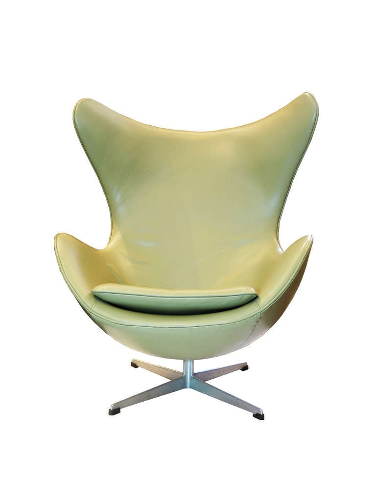 """Egg"" Chair by Arne Jacobsen For Sale 4"