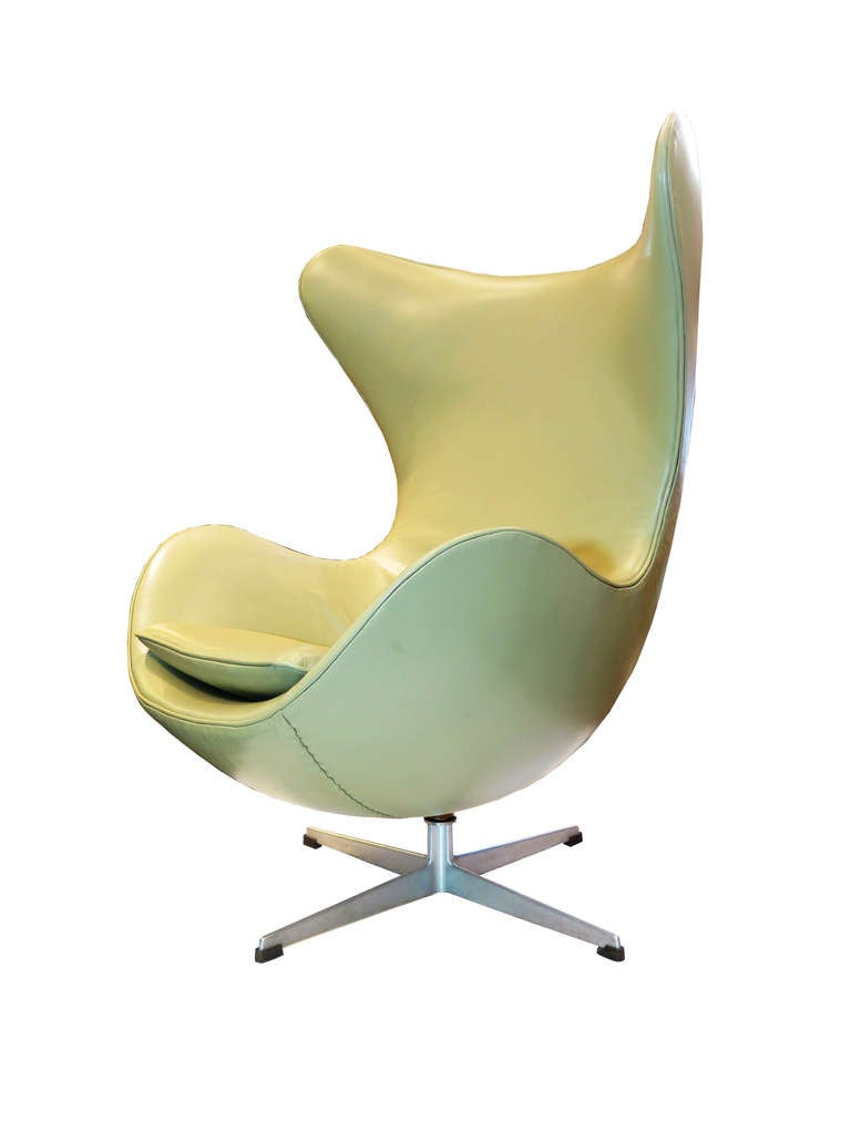 "Mid-Century Modern ""Egg"" Chair by Arne Jacobsen For Sale"