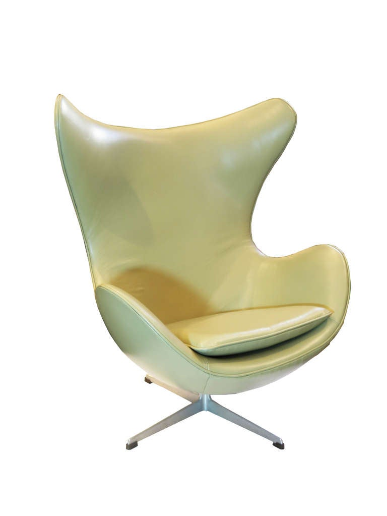 """Egg"" Chair by Arne Jacobsen For Sale 1"