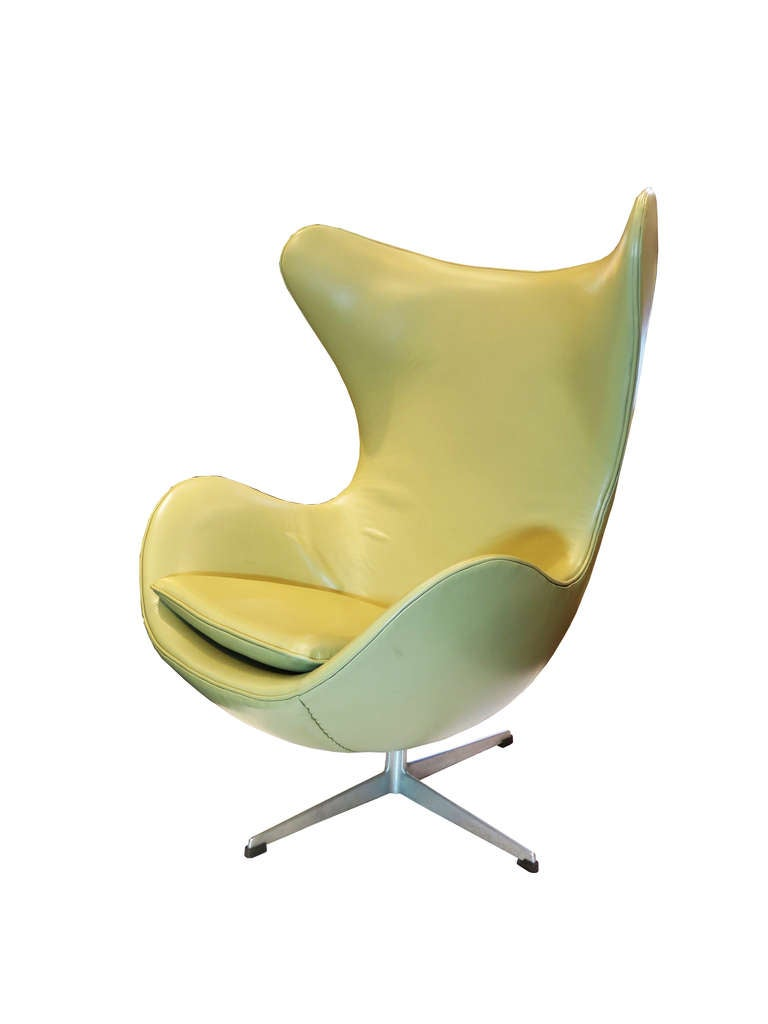 """Egg"" Chair by Arne Jacobsen For Sale 2"