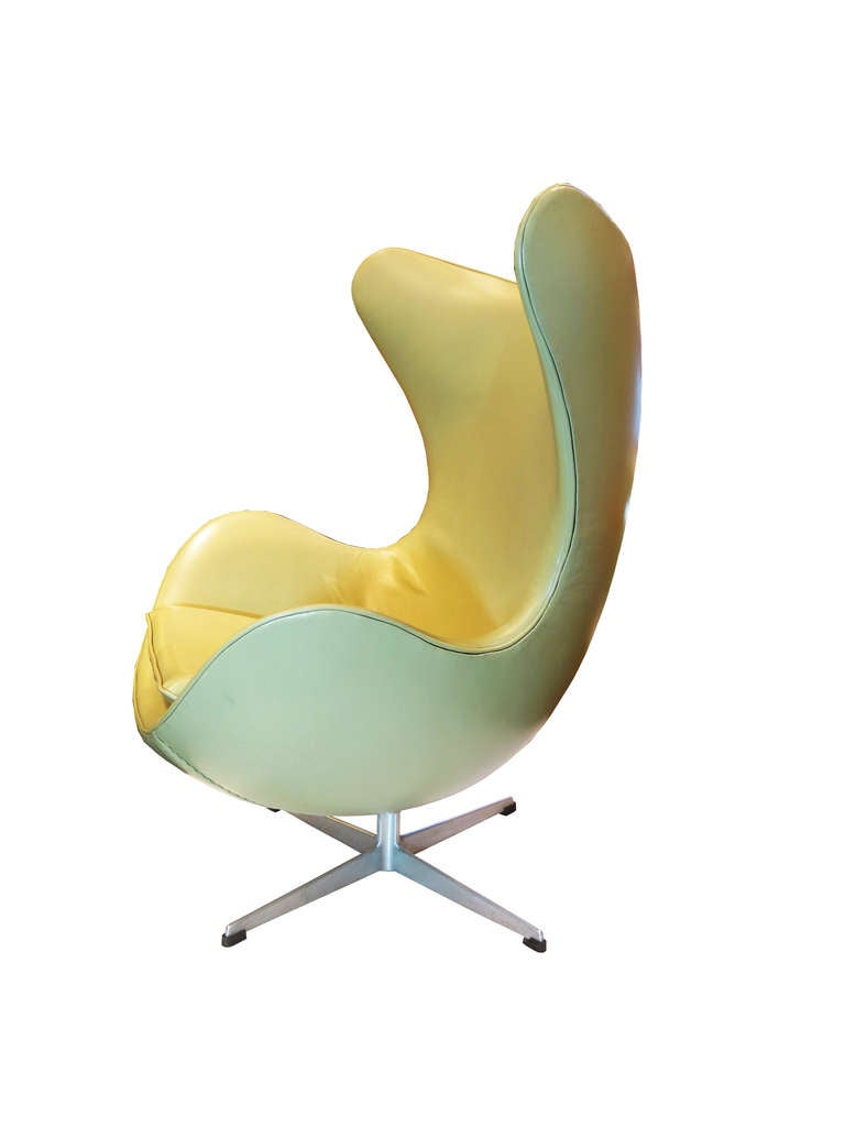 """Egg"" Chair by Arne Jacobsen For Sale 3"