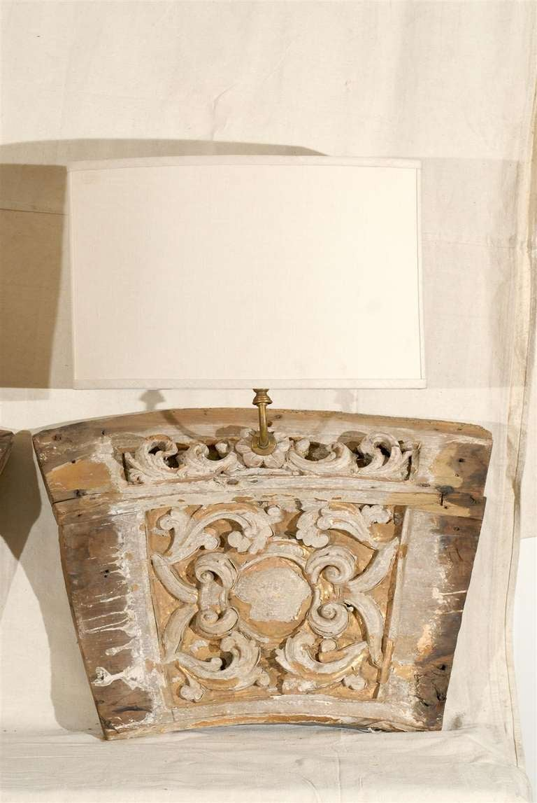 A Single 19th Century Italian Wooden Fragment Made into a Sconce with Gilding In Distressed Condition For Sale In Atlanta, GA