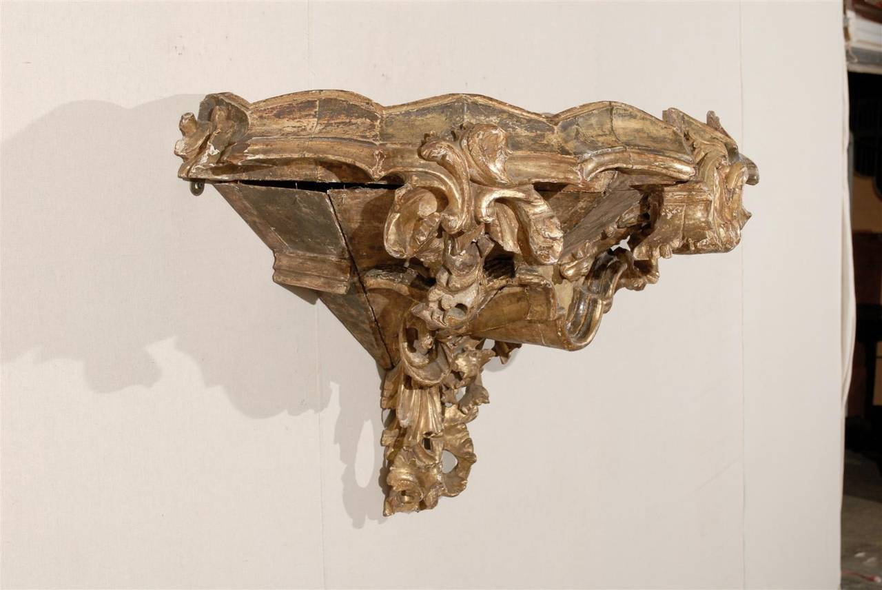 Italian 18th Century Giltwood Rococo Style Bracket of Large Size For Sale 2