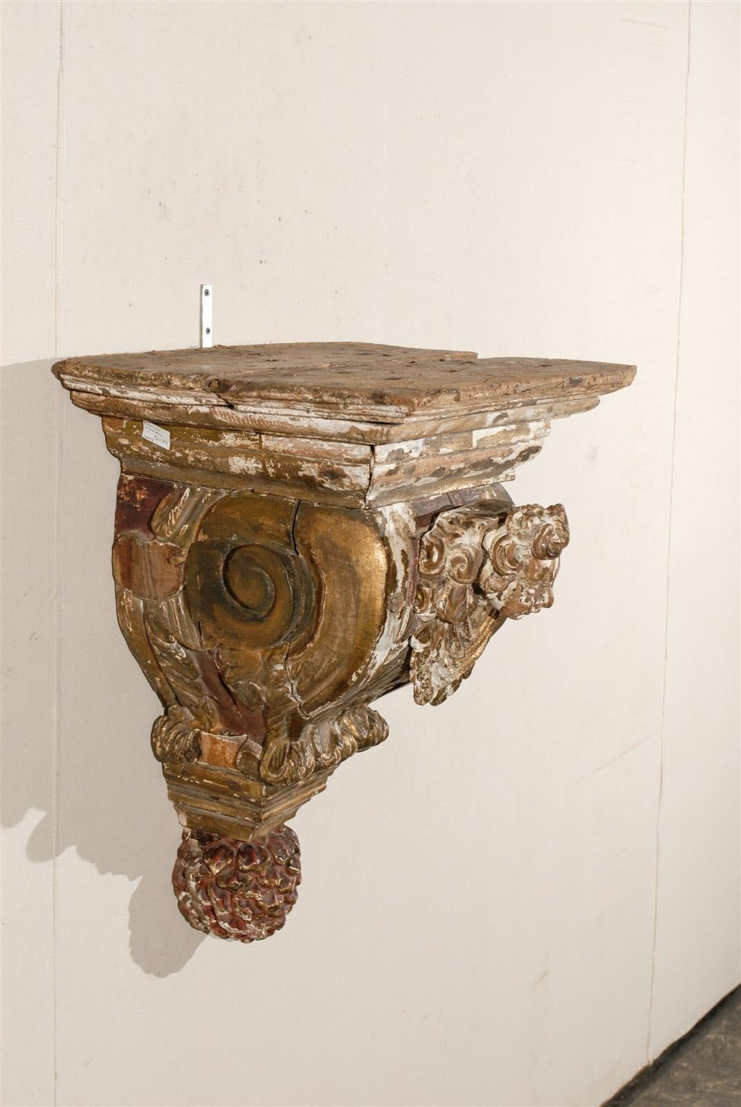 18th Century Italian Carved Wood Bracket For Sale 2