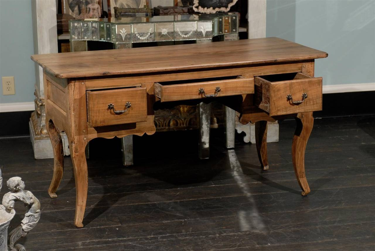 french small size three drawer wooden desk for sale at 1stdibs. Black Bedroom Furniture Sets. Home Design Ideas