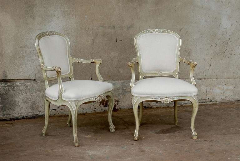 Exquisite Pair of Italian 1920s Chairs with Traces of Silver Gilt 2