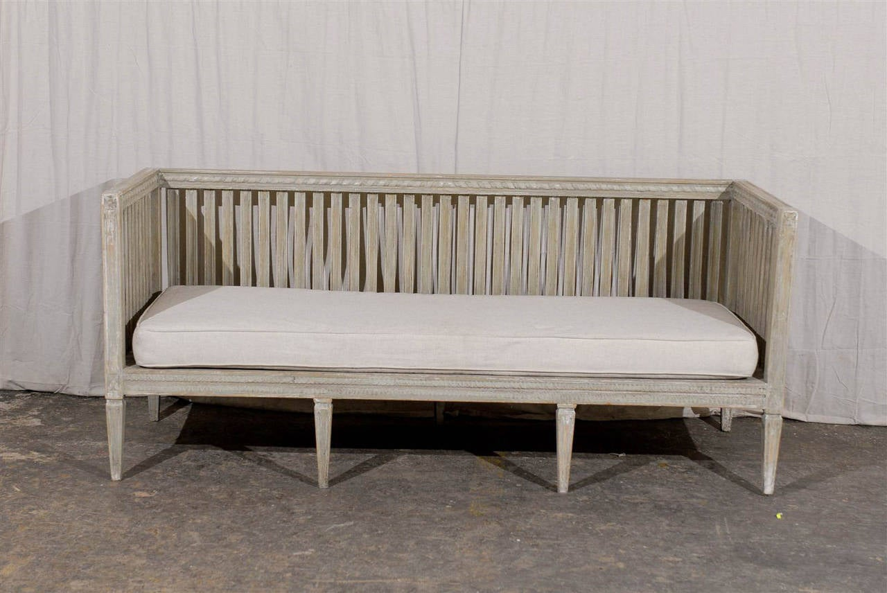 Swedish Early 19th Century Period Gustavian Painted Wood Bench Image 7. Full resolution  snapshot, nominally Width 1280 Height 856 pixels, snapshot with #282119.
