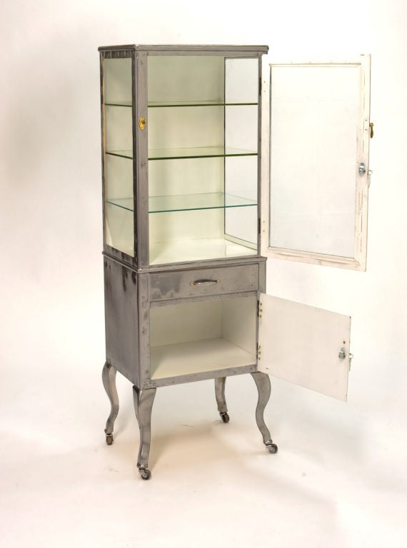 vintage medical cabinet vitrine on cabriel legs at 1stdibs. Black Bedroom Furniture Sets. Home Design Ideas
