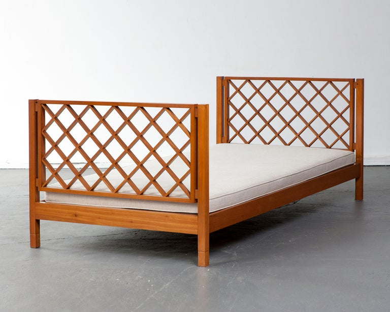 Brazilian Daybed by Joaquim Tenreiro, Brazil, 1950s For Sale